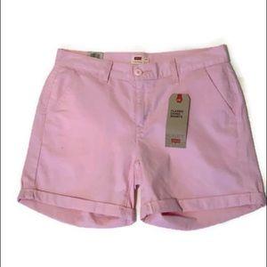 🆕 Levi's pink classic chino shorts.